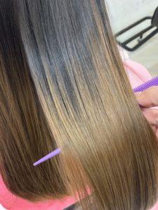 女性の後ろ姿 髪質改善